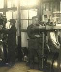 """""""グッドイヤー式製靴機械""""を使って製造を始めた、神戸屋製靴所の様子"""
