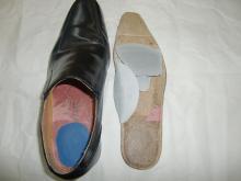 土踏まずが靴に当たるようにパッドを入れました